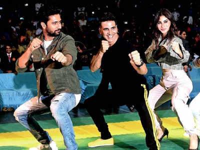 Spotted: Akshay Kumar, Mouni Roy and Vicky Kaushal in Andheri