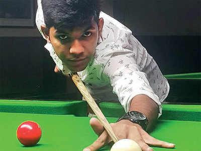 Sagar, first to reach top 32