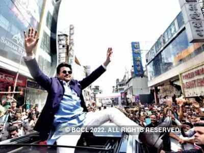 Anil Kapoor makes the crowd go crazy in Pune