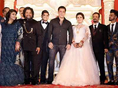 Salman attends makeup artist's son's wedding reception