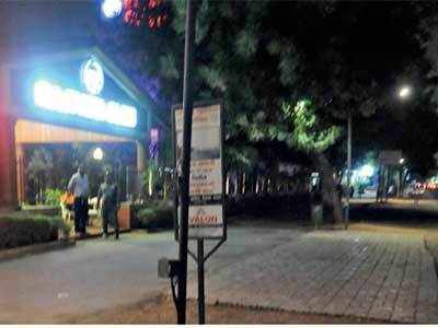 Ahmedabad: Citizens own up to their mistake after  police tow away cars parked illegally outside Rajpath Club