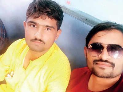 Bhavnagar bizman loses Rs 10.4L