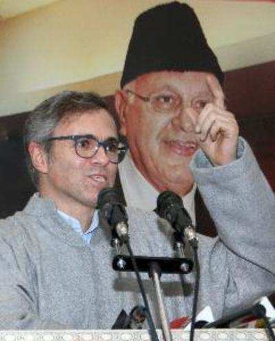 Omar Abdullah supports journalists using cell phones in assembly
