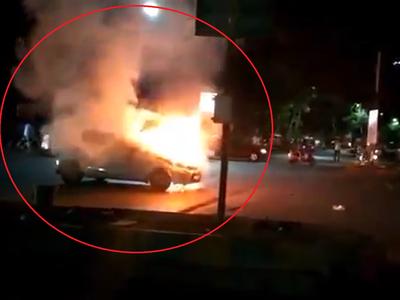 Watch: Car catches fire near Cadbury signal in Thane