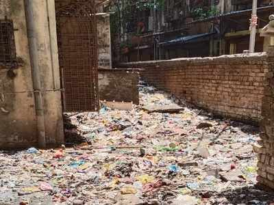 SRA complex opposite Kasturba hospital becomes dumping ground