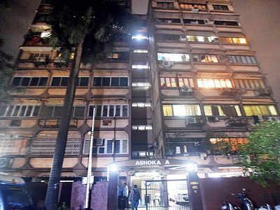 3-year-old girl thrown out of Colaba building