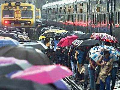 Rains subside in Mumbai, commuters face hardships