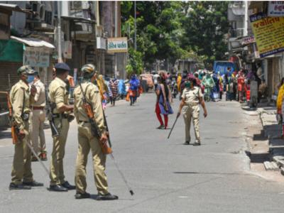 Surat: Locals hurl stones at police enforcing lockdown; cop injured