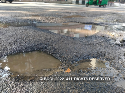Ministry of Transport and Highways: 2,015 lives lost due to potholes in 2018