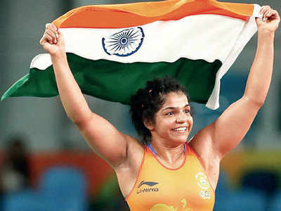 Sakshi Malik, Navjot Kaur and others play hand-ball in practice session