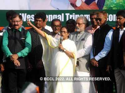 Mamata Banerjee to Amit Shah: Ensure country doesn't burn over CAA