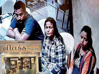 Trio pose as customers, steal Rs 94k gold chain