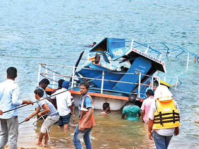 22 bodies recovered after boat capsize in Godavari