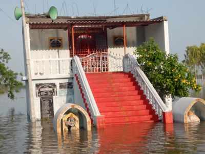 Floods in Krishna: People moved to safe places in Krishna, Guntur districts
