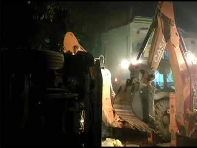 Truck laden with stones overturns on a car in UP, at least 8 killed