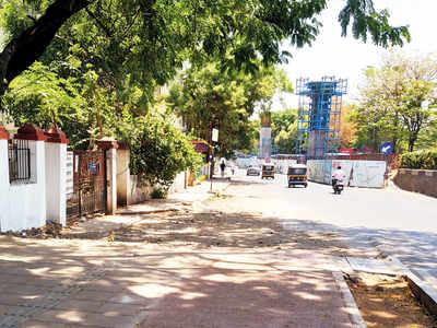 PMC clears debris from Shivajinagar pavement