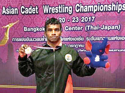 Injured wrestler's plight moves noted doctor as he makes final appeal for help
