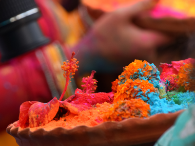 Au Naturel: Here's how you can go colourfully chemical-free this Holi