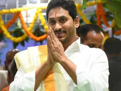 YS Jaganmohan Reddy visits Tirumala temple, offers silk clothes to Lord Balaji