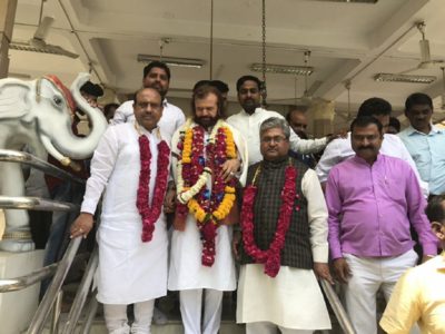 BJP drops Udit Raj, picks Punjabi singer Hans Raj Hans for Delhi North West seat