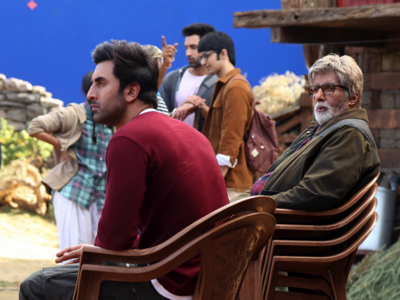 Amitabh Bachchan shares BTS moments with Ranbir Kapoor from the sets of Brahmastra