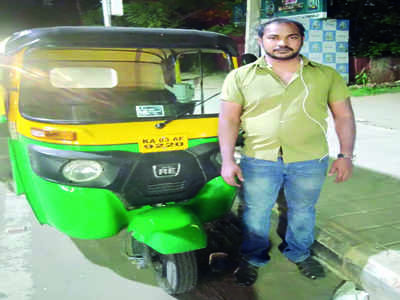 29-year-old auto driver helps ferry a heavily pregnant woman to the hospital; takes care of the newborn for 18 days
