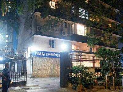Court bars maternal grandson & grand-daughter-in-law from entering 90-yr-old's Cuffe Parade house