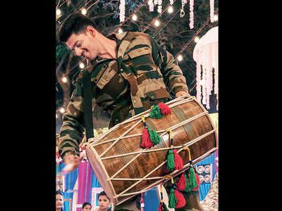 Sooraj ignites festivity with Satellite Shankar song 'Aari Aari'