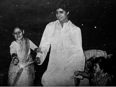 Throwback: Photos of Amitabh Bachchan celebrating Diwali with his family are priceless