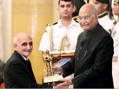 Marzban Patel receives the Dronacharya Award