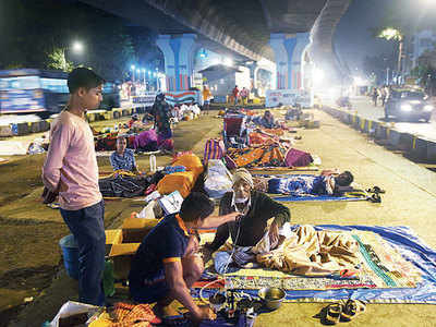 Cancer care ward under the flyover: Absence of affordable accommodation forces patients to stay under Hindmata bridge