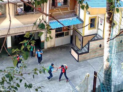 Noisy school disturbs senior citizens' lives