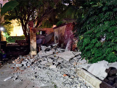 Worker dies as shed collapses in SoBo bungalow