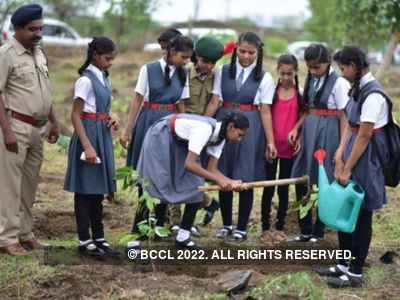 Students in Akola district plant 1,80,000 trees on August 9