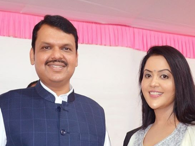 After Devendra Fadnavis resigns, wife Amruta praises his decision and stance