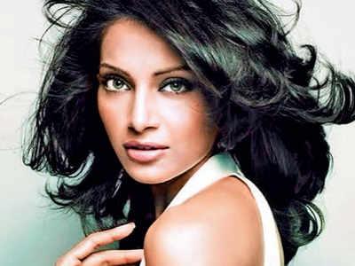 Bipasha Basu on her first film Aakhri Mughal: I kept asking Abhishek Bachchan to make his father leave