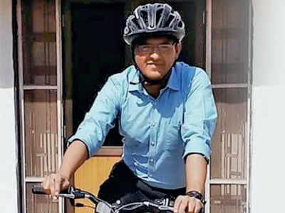 IAS cycles his way to work and fitness