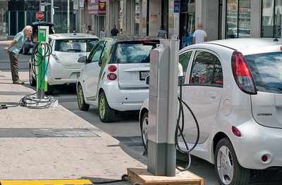 Bengaluru: Charging points for e-vehicles will come up on proposed 85 roads with smart parking; 2 on Brigade Road will be inaugurated on Saturday