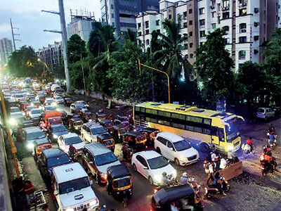 Mumbai: Kandivali residents cannot open their window due to high noise level