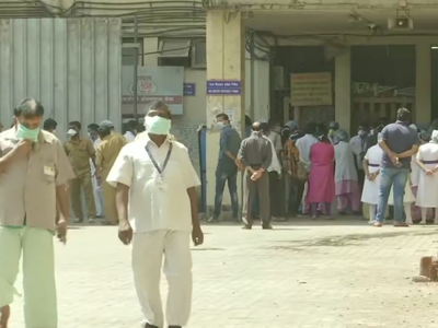 Medical staff at K B Bhabha Hospital in Bandra protest after death of a COVID-19 patient