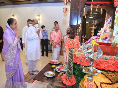 In Pictures: NCP chief Sharad Pawar visited the residence of CM Uddhav Thackeray to offer prayers