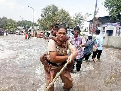 Mula Mutha canal breach flood: Braveheart cop plunges into action; saves stranded Janta Vasahat residents