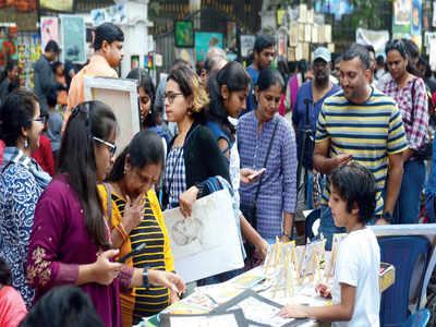 Huge turnout at Chitra Santhe