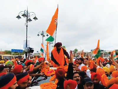 Sidhu named state Congress chief, seeks blessings at Golden Temple