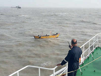 6 fishermen dead, 10 missing at sea