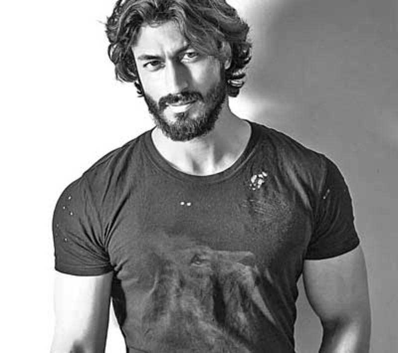 VIDYUT JAMWAL MAN IN UNIFORM
