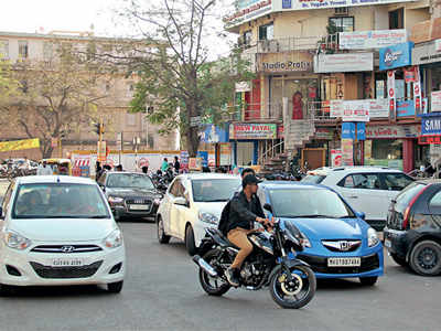 Cars to pay Rs 20/hr, nil for autos, bikes