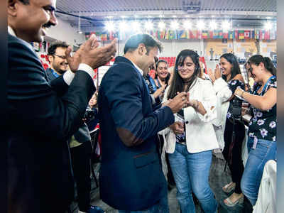 Checkmate: Indian chess player Niklesh Jain proposes to Colombian girlfriend Franco Angela at Chess Olympiad