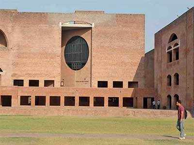 Aspiring managers defer admission at IIMA for work