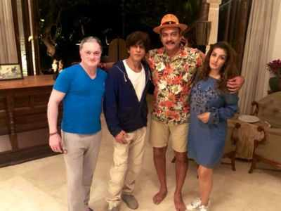 Photos: Shah Rukh Khan reaches Alibaug for New Year's party, poses with Ravi Shastri, Gautam Singhania and Raveena Tandon